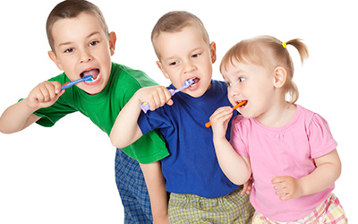 3 Kids brushing teeth
